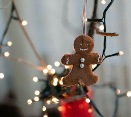 Елочная игрушка из фетра в виде печеньки своими руками