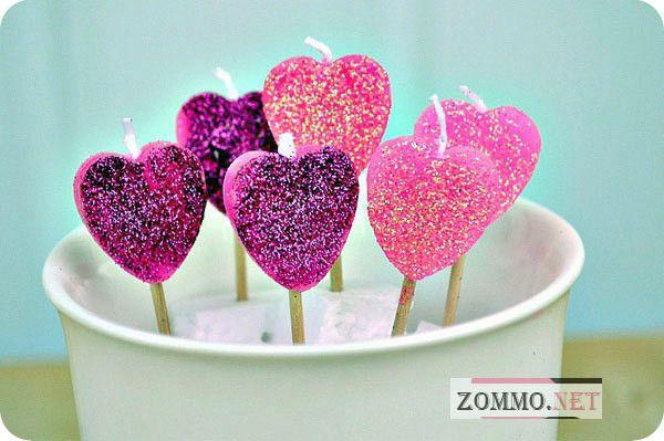 Блестящие свечи в виде сердца