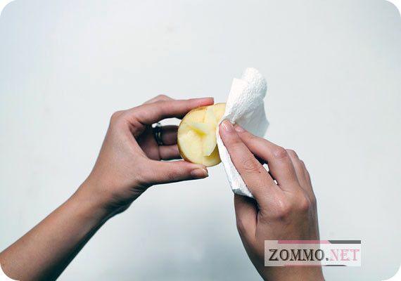 Вырезаем шаблон из картошки