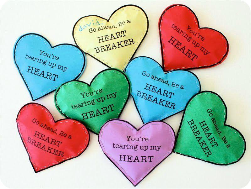 Валентинка в виде сердца наполненная конфетами