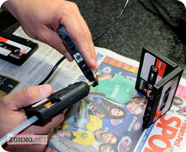 Склеиваем подставку для карандашей из кассет