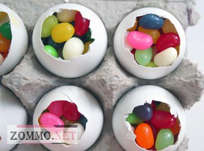 Заполняем пасхальное яйцо сладостями