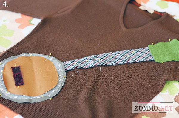 Украшаем свитер гитарой из ткани