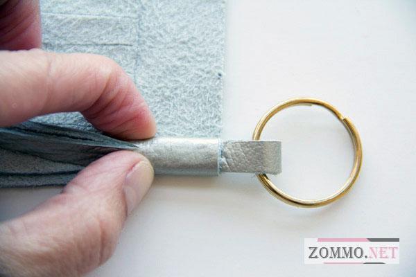 Склеиваем брелок для ключей