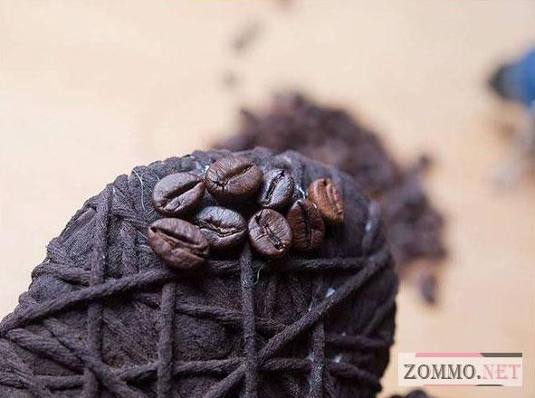 Обклеиваем сердце кофейными зернами