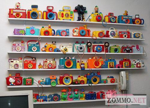 Коллекция игрушечных фотоаппаратов