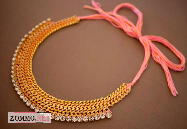 Красивое ожерелье из мулине и цепи