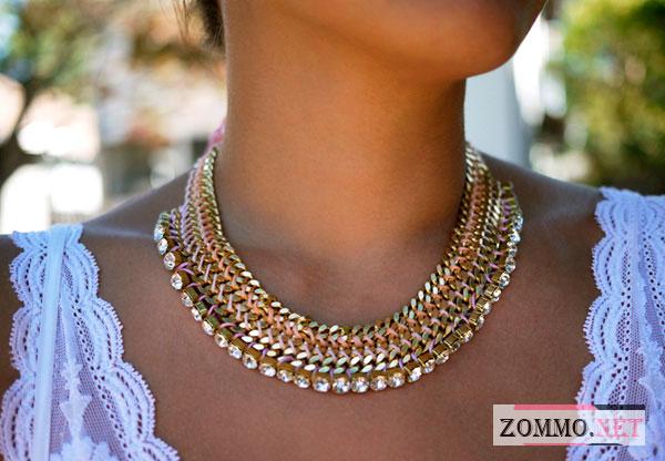 Ожерелье на женское шее