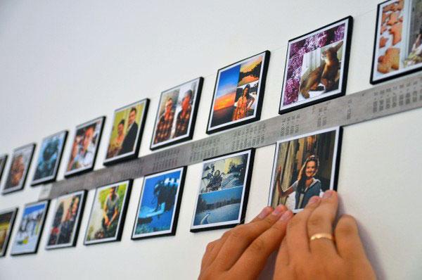 Клеим фотографии на стену