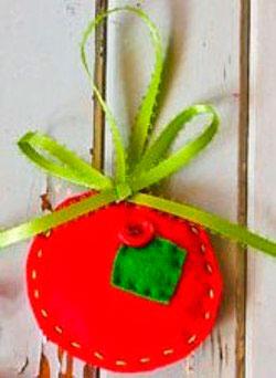 Новогодняя игрушку на елку из фетра