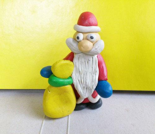 Новогодний Дед Мороз с мешком подарков из пластилина