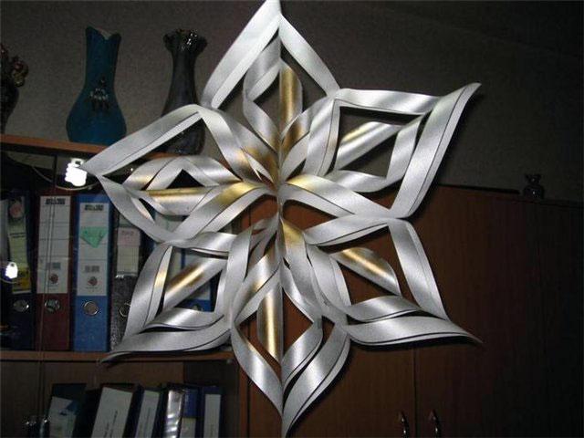 Красивые новогодние бумажные снежинки
