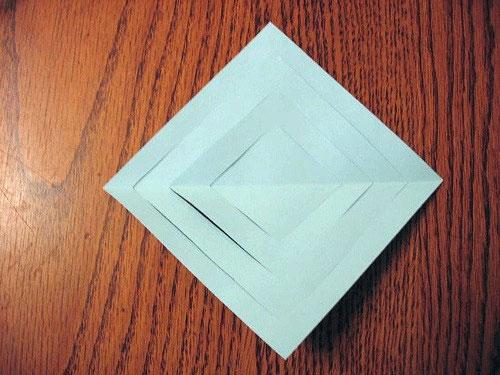Развернутые и надрезанный лист бумаги