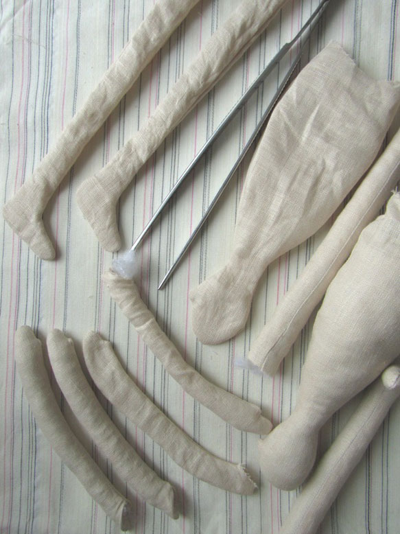 Сшиваем детали кукол