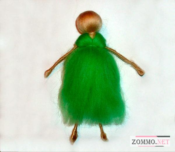 Куколка в зеленом платье