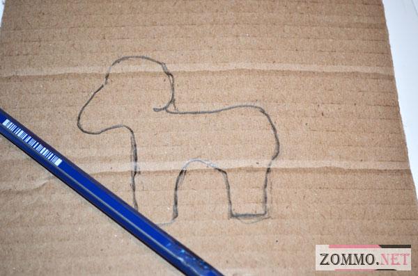 Нарисованный барашек на картоне