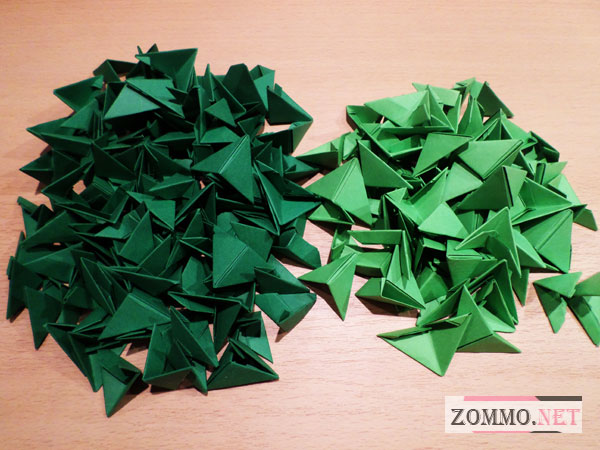 Много зеленых треугольников их бумаги