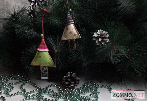 """Новогодняя игрушка из кожи """"Елочка в шапочке"""""""