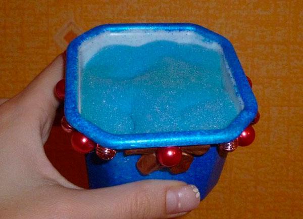 Горшочек с синим поролоном