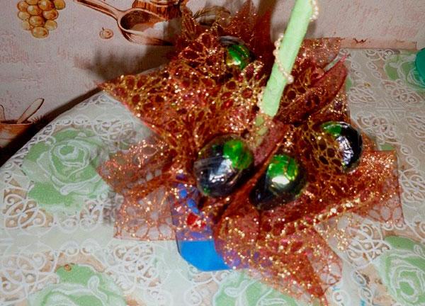 Декорированный горшочек конфетами