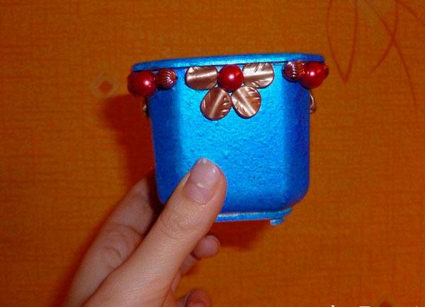 Синий декорированный горшочек