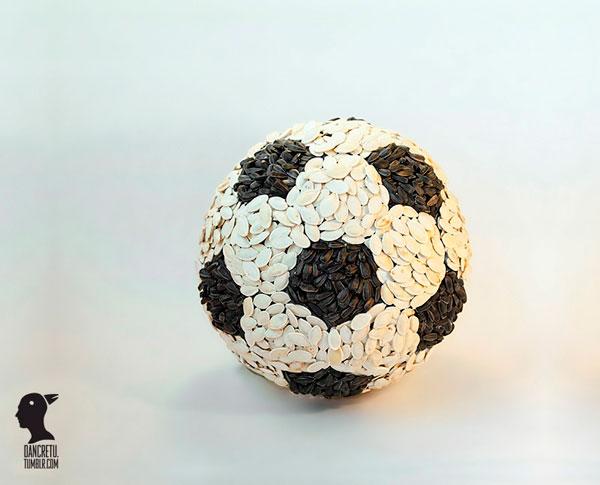 Мяч из семечек