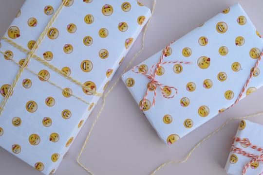 Упаковочная бумага со смайликами