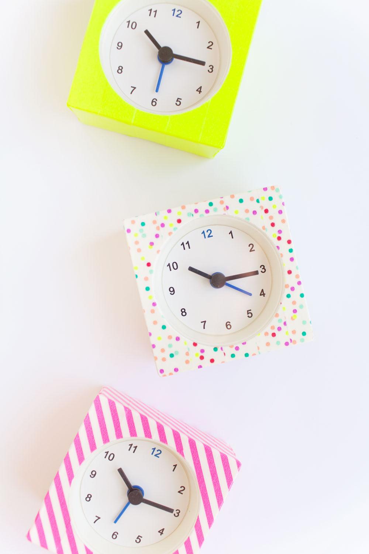 Разноцветные часы