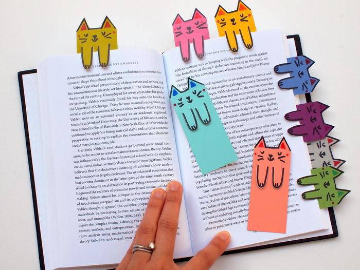 Закладки котики в книжке