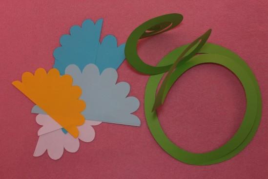Гирлянда из бумажных цветов 4