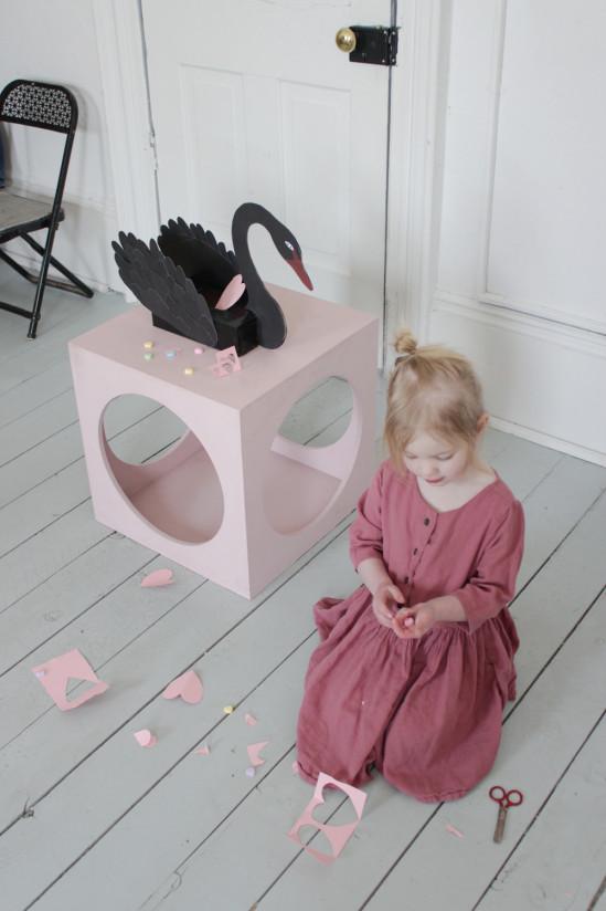 Коробка для мелочей Чёрный лебедь 4