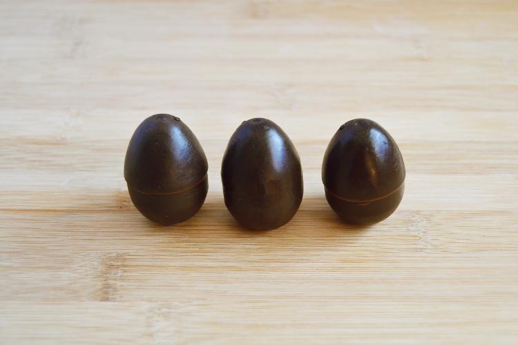 3 шоколадных мыла в виде яйца ручной работы