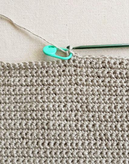 Подушка вышитая на вязаном полотне 2