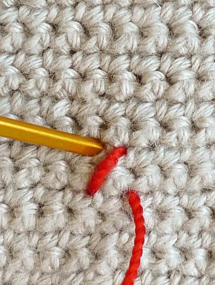 Подушка вышитая на вязаном полотне 5