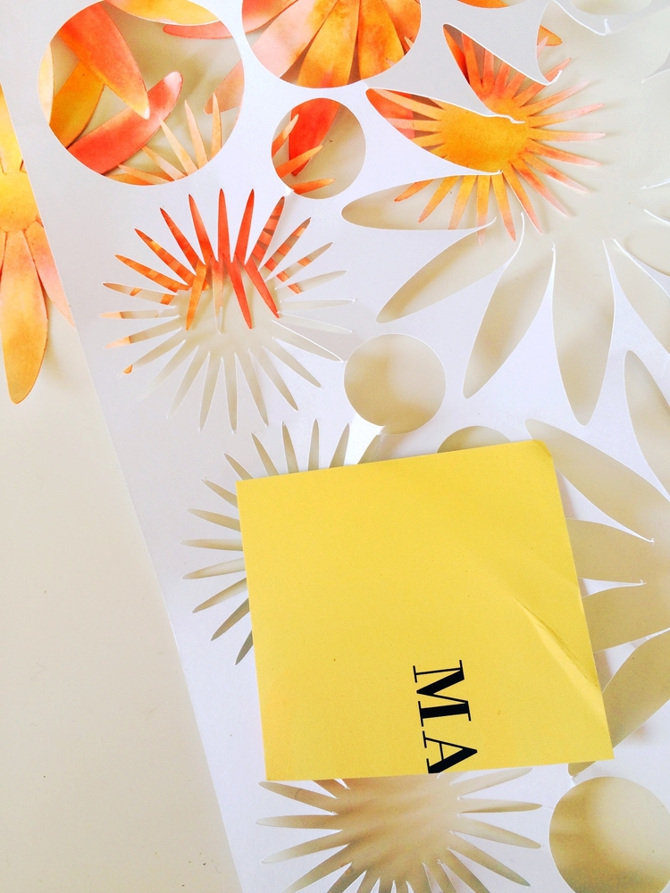 Георгины из бумаги-берем желтую бумагу