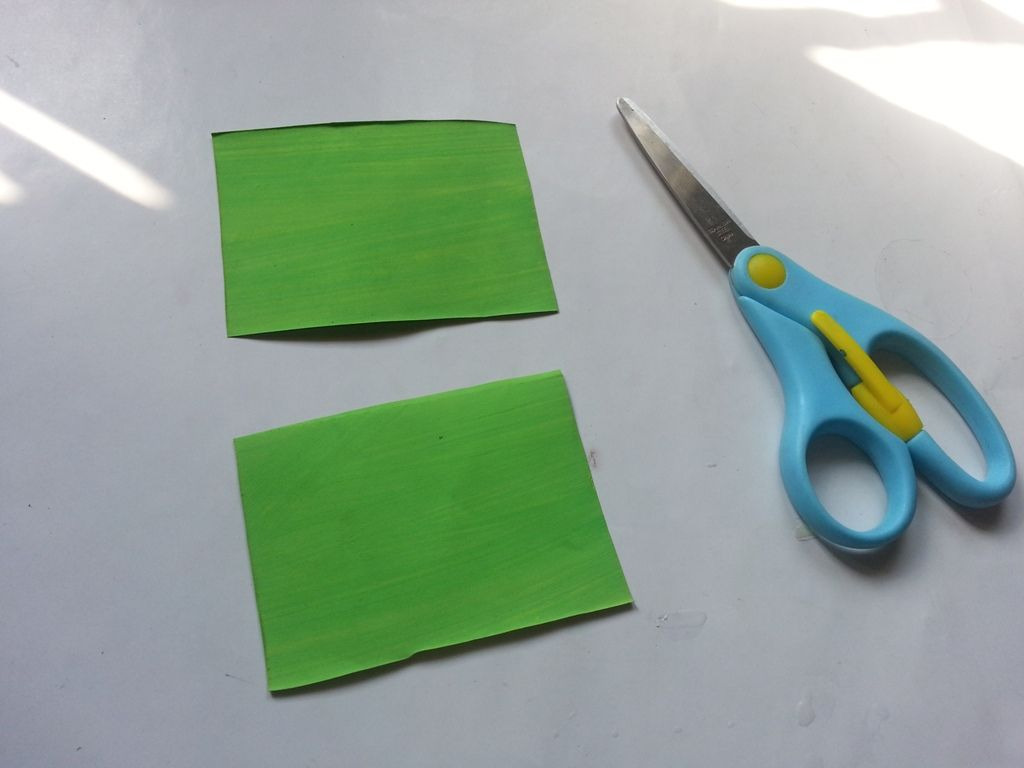 Гиацинты из бумаги-нарезаем бумагу для листьев