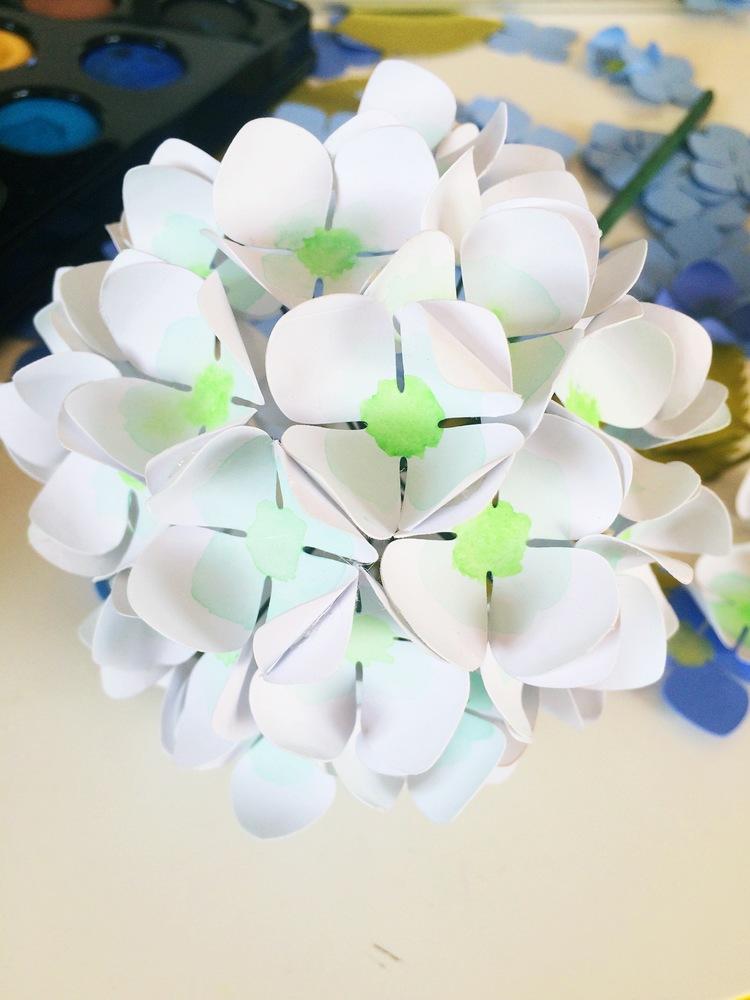 Гортензия из бумаги-обклеиваем ветку цветками