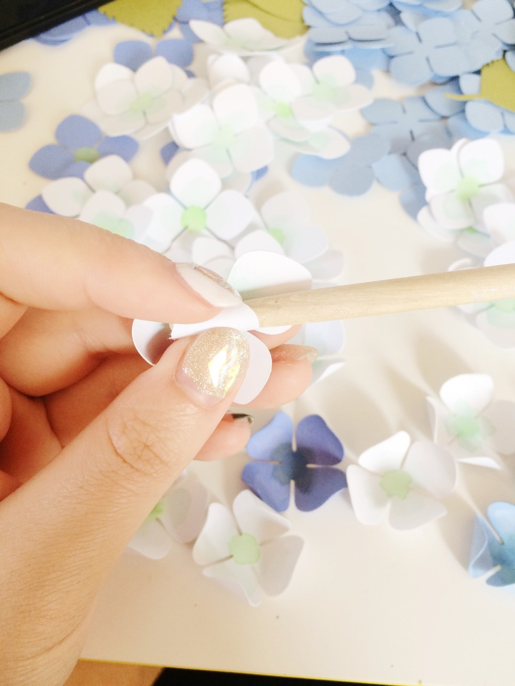 Гортензия из бумаги-скручиваем цветки