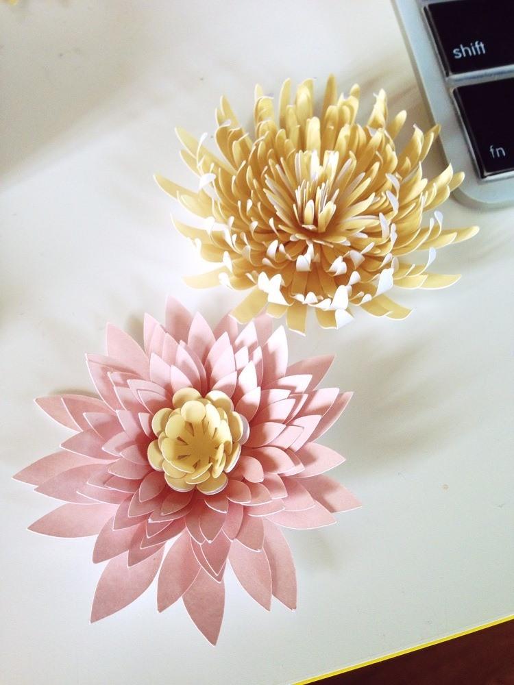 Хризантемы и водяные лилии из бумаги своими руками