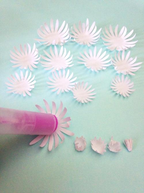 Хризантемы из бумаги-начинаем собирать цветок