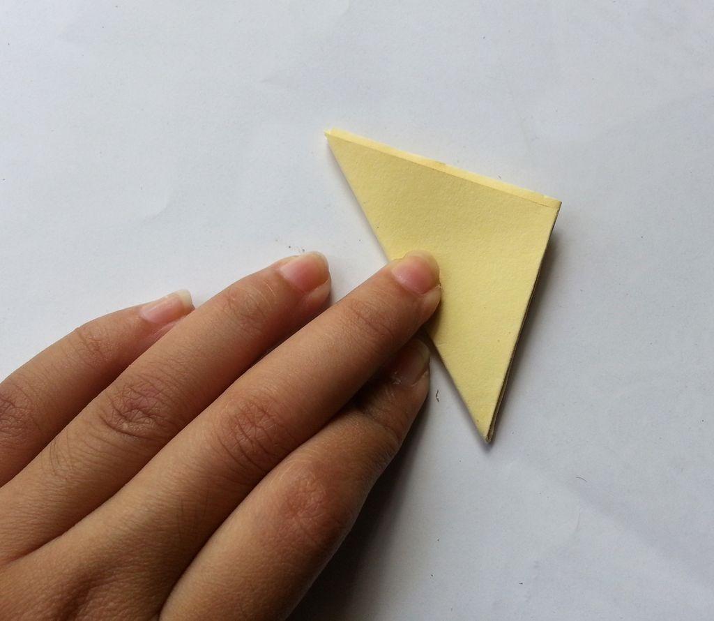 Камелии из бумаги-складываем в треугольник