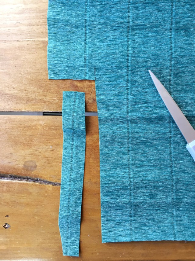 Колокольчики из бумаги-нарезаете зеленый креп