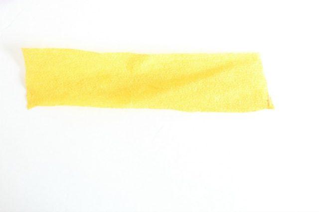 Крокусы из бумаги-отрезаем желтую полоску