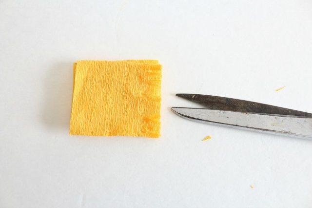 Крокусы из бумаги-режем бахрому