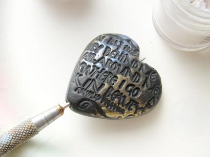 Кулон из глины-окрашенное сердечко