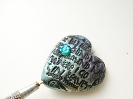 Кулон из глины-вставьте бусину