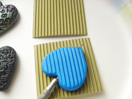 Кулон из глины-пропечатайте волны