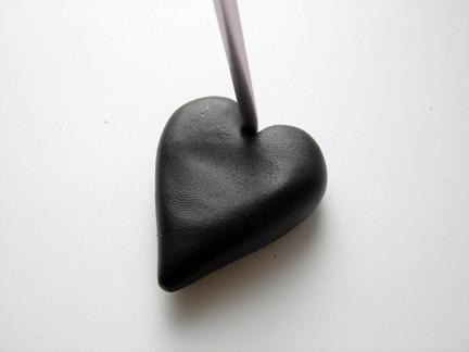 Кулон из глины-сделайте надсечки