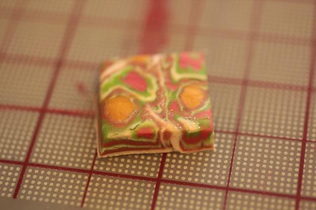 Кулон из полимерной глины-обрежьте лишнее