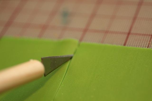 Кулон из полимерной глины-вырежьте квадраты